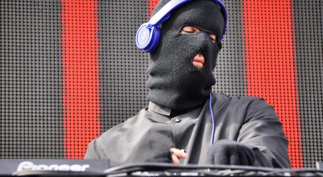 ELECTROBEACH : Comment va faire Malaa pour remplacer Afrojack alors qu'il est censé mixer en Russie au même moment ?