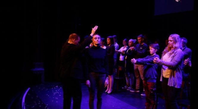 CANOHES : Lors d'un spectacle, il hypnotise toute la salle et soutire plus de 18 000€