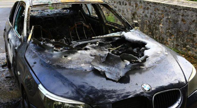 Sa voiture prend feu après avoir écouté du Jul