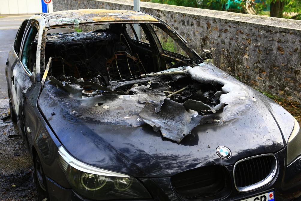 voiture-explose-musique-jul-article-ledependant