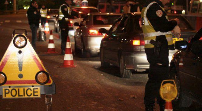 SUITE À UN CONTRÔLE DE POLICE, IL DONNE LE MAUVAIS PERMIS AU POLICIER.