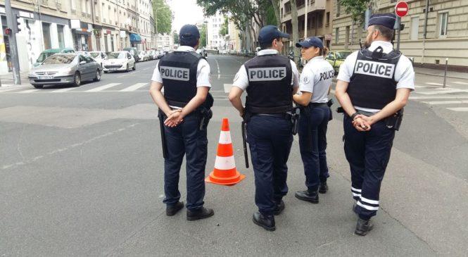 LES POLICIERS ONT L'AUTORISATION DE METTRE DES FESSÉES SELON LES DÉLITS COMMITS